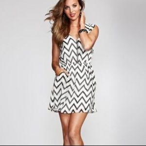 NEW GUESS Black and White Zig-Zag Striped Dress S